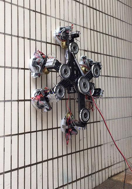 A Wall-Climbing Robot Uses the Zero-Pressure Difference Method to Form Suction