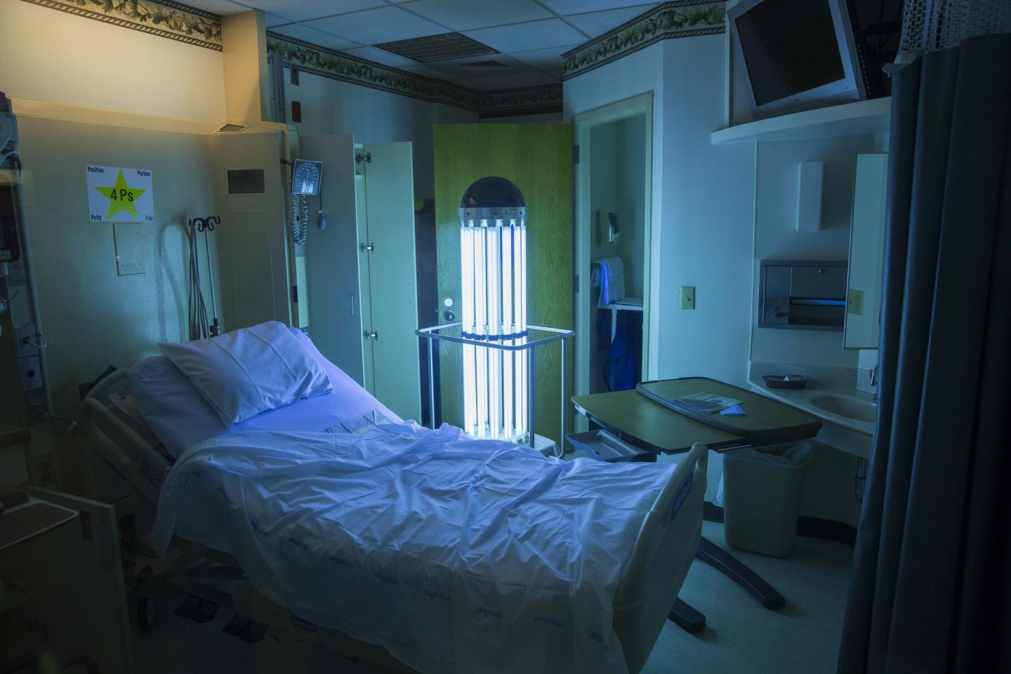 UV Light Can Aid Hospitals' Fight to Wipe Out Drug-Resistant Superbugs (1 of 2)