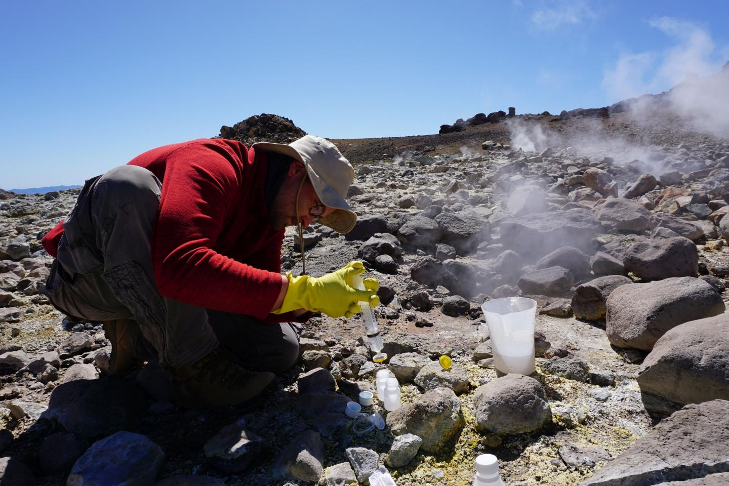 researchers of the BrineMine project are investigating the raw-materials potential of thermal wells in Chile
