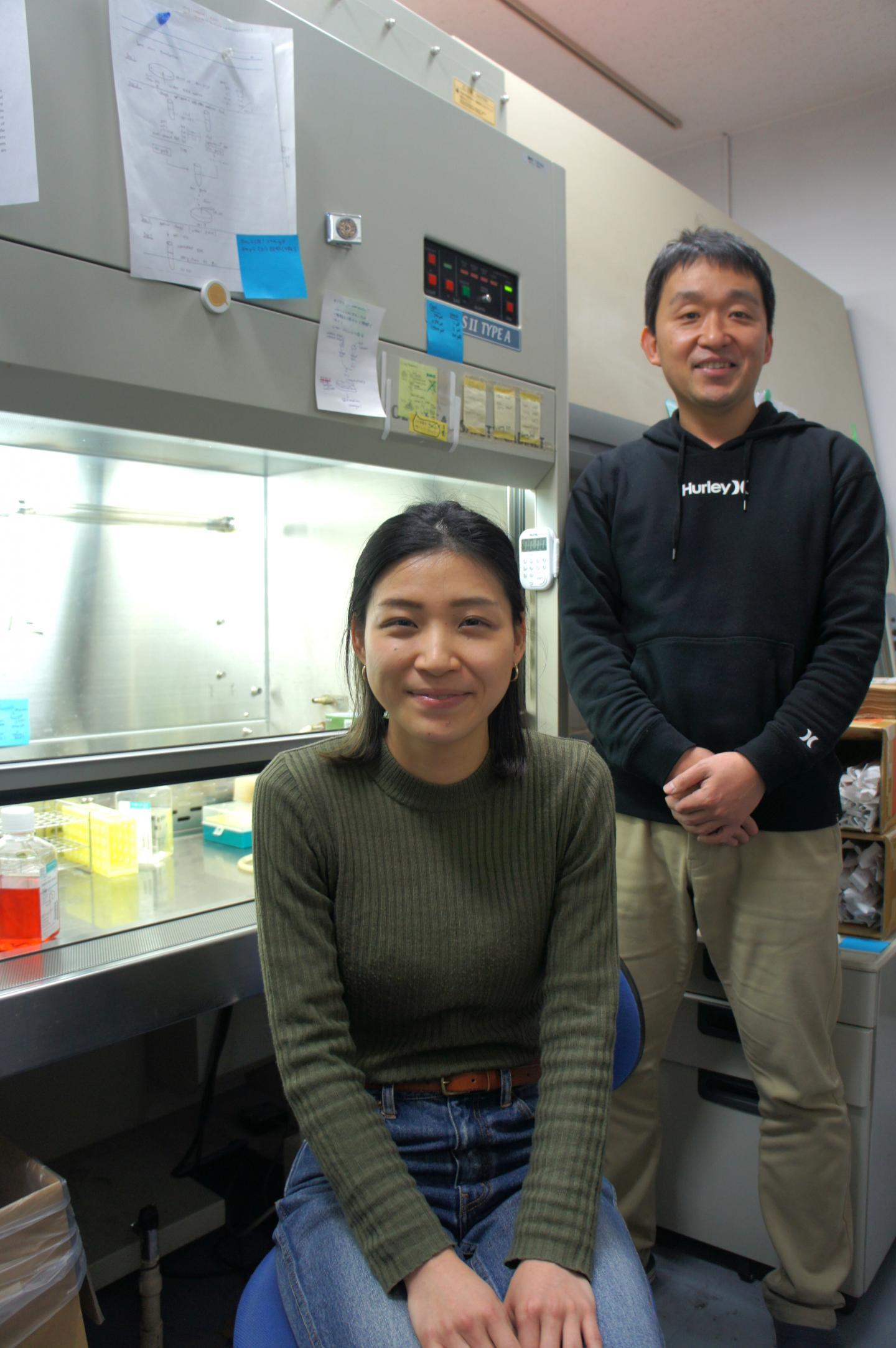 Takeshi Ichinohe (right) and Miyu Moriyama, University of Tokyo
