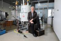 Professor Gabor Laurenczy (EPFL) with the HYFORM-PEMC