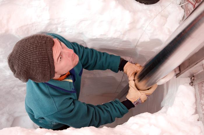 Matthew Osman drilling ice cores