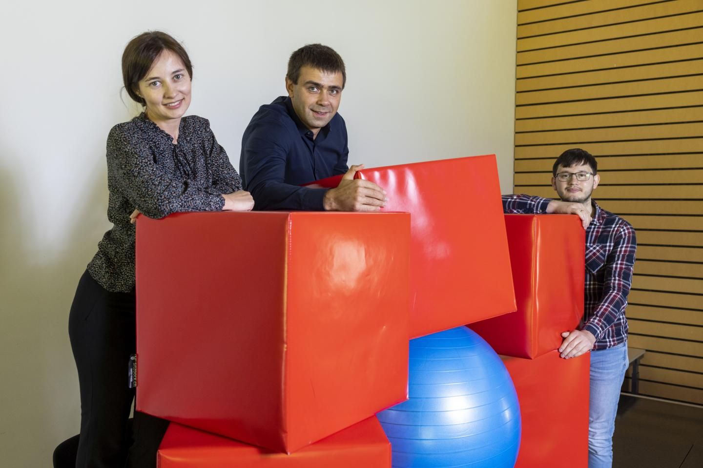 Setting up enlarged crystal structures: Maryna Bodnarchuk, Maksym Kovalenko and Ihor Cherniukh.