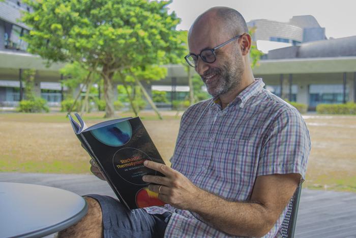 OIST Professor Pigolotti publishes new book