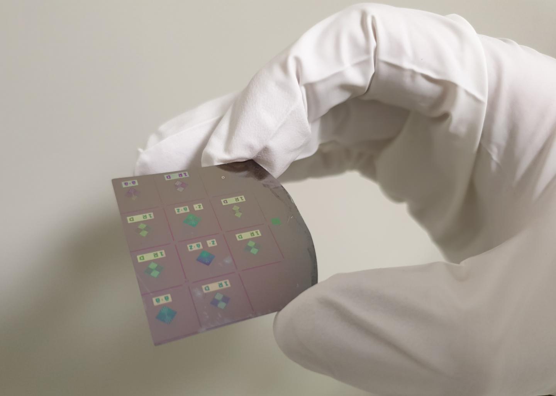 Memristor Crosspoint Circuits