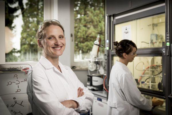 Dr. Cornelia Lee-Thedieck, Karlsruher Institut für Technologie (1 of 2)