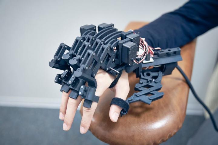 Exoskeletal Robot Hand