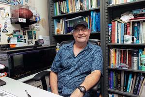 Dr. Daniel Lindstrom