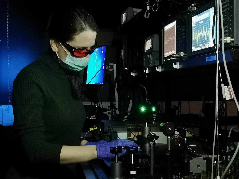 Measuring photo-response of organic solar cells