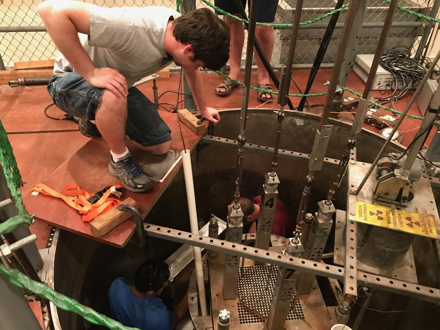 Neutron-clustering effect in nuclear reactors demonstrated for first time