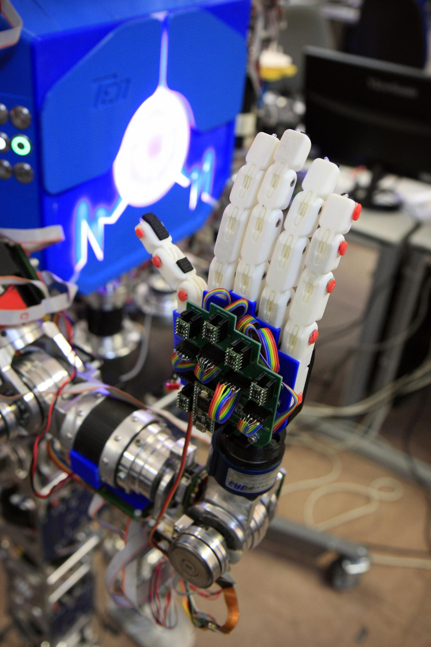The UC3M Programmes a Humanoid Robot To Communicate In Sign Language