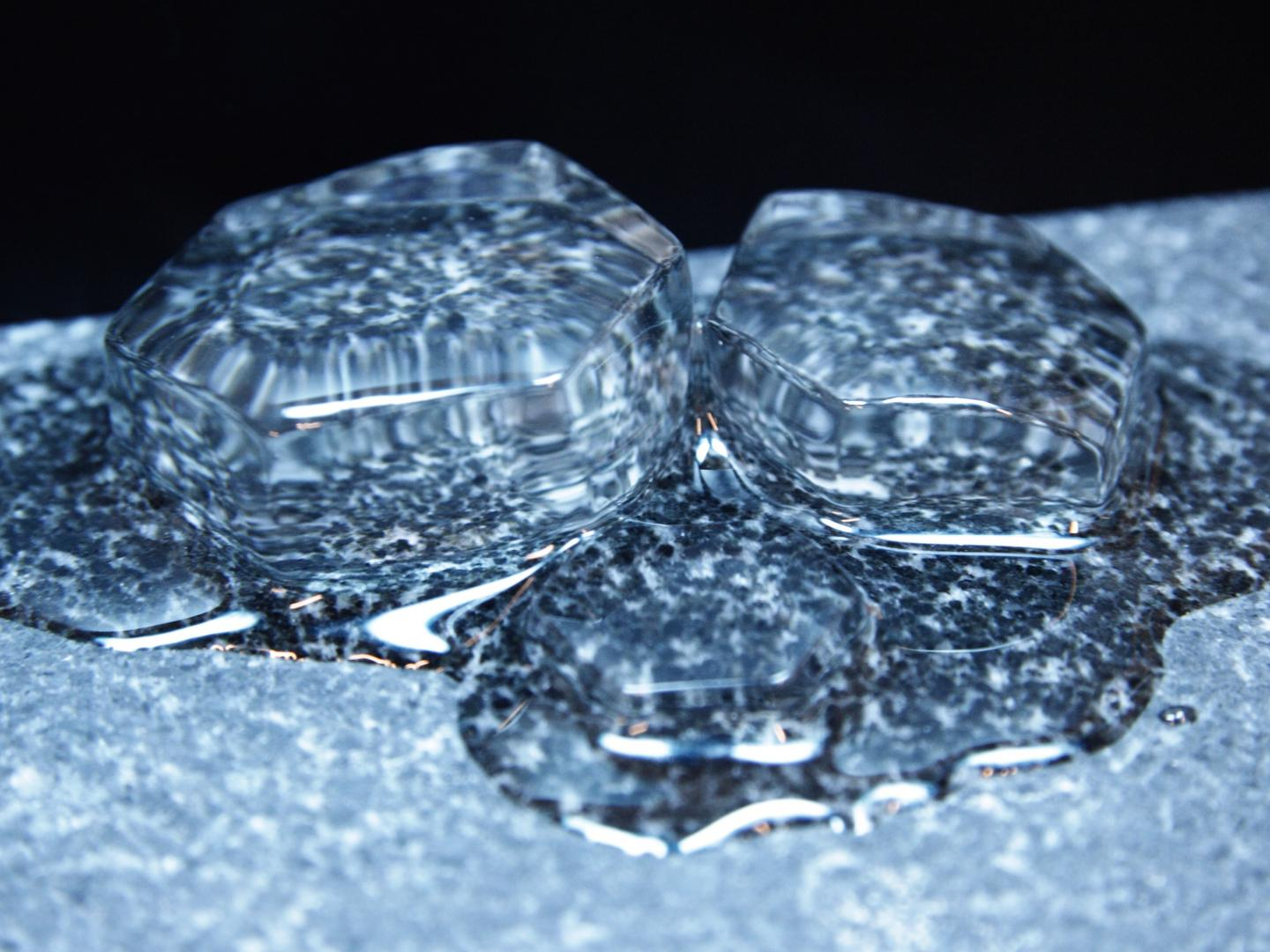 Ice Melts Layer by Layer