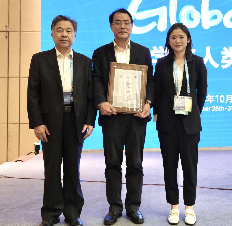 Professor Zhang Yongzhen Receives 3rd GigaScience Award for Data Sharing