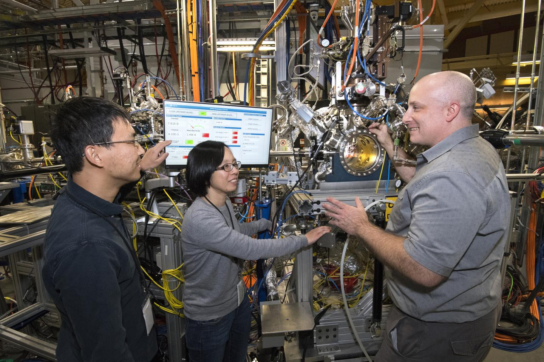 NSLS-II Scientists at the IOS Beamline