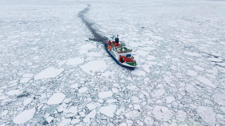 Polarstern in Arctic sea ice