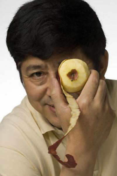 Rui Hai Liu With Apple