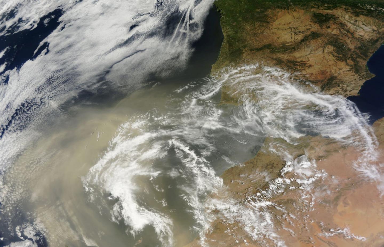 Dust from the Sahara Desert Cools the Iberian Peninsula