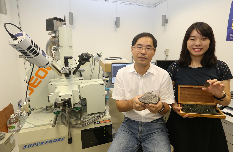 Jessie Kwan Long-ching and Zhao Guochun