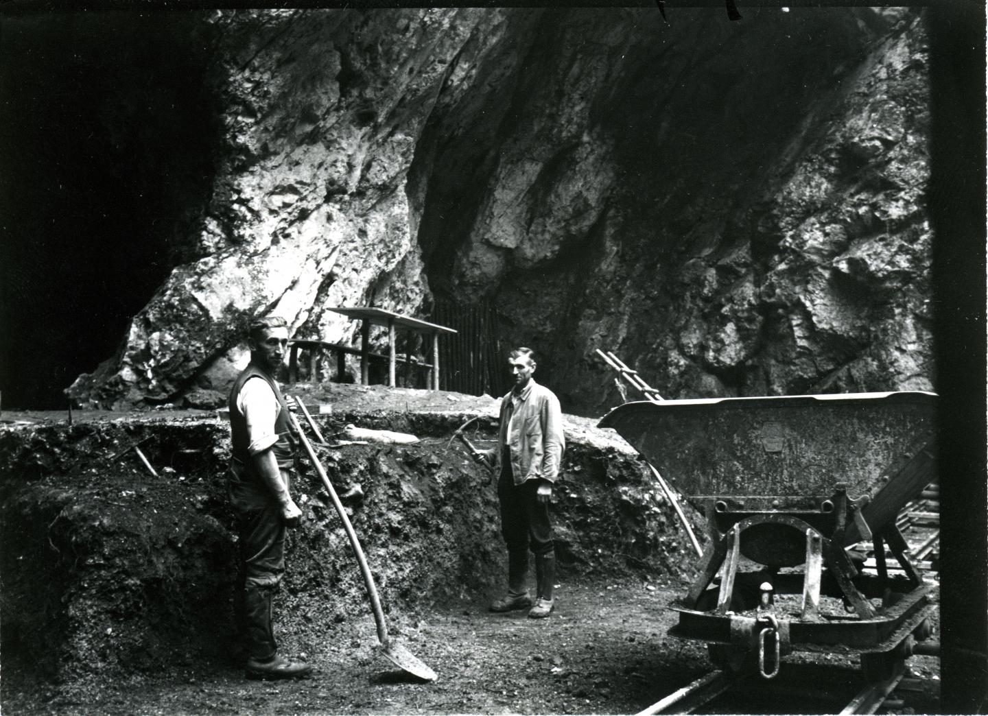 Excavations at Hohlenstein-Stadel Cave in 1937