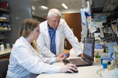 Dr. Thomas Thompson lab photo - University of Cincinnati