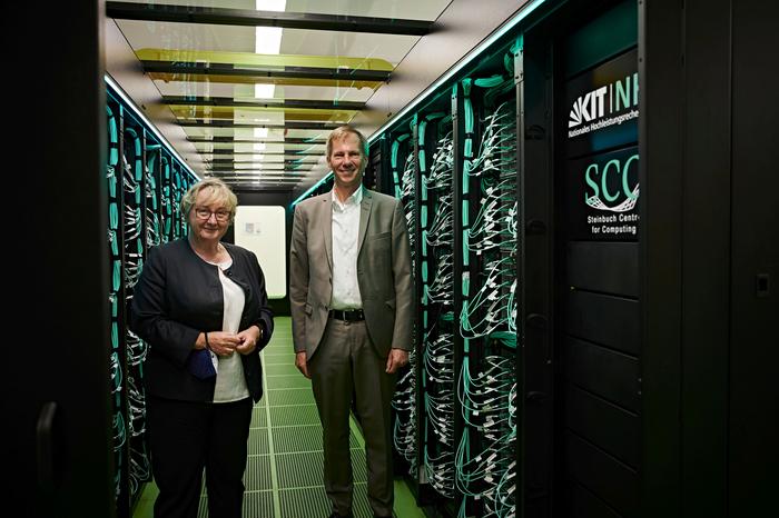 Minister Theresia Bauer and Vice-President Oliver Kraft inaugurating the HoreKa supercomputer at KIT. (Photo: Riccardo Prevete, KIT)