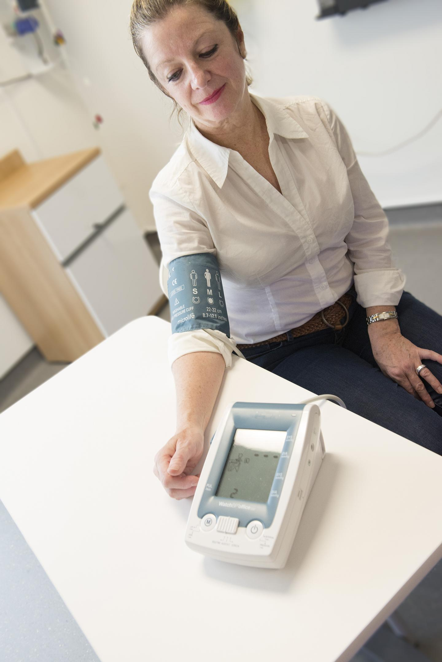 Automatic Electronic Device to Measure Blood Pressure
