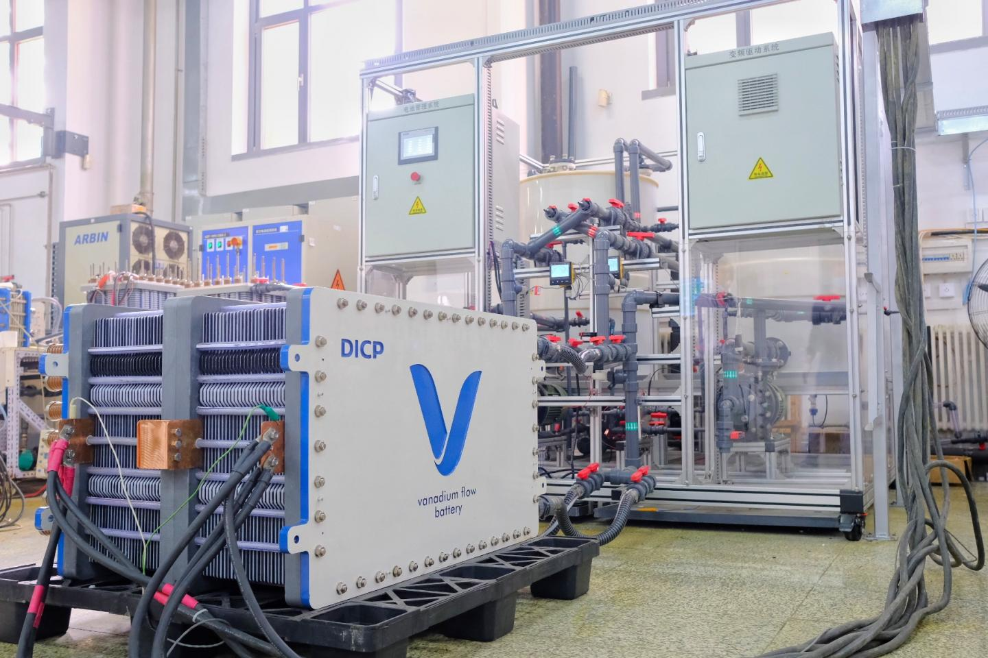 New generation of vanadium flow battery stack technology offers low cost and high power density