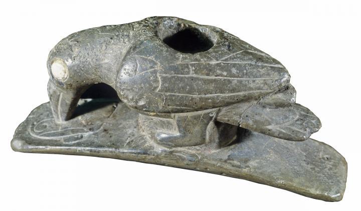 Bird effigy pipe