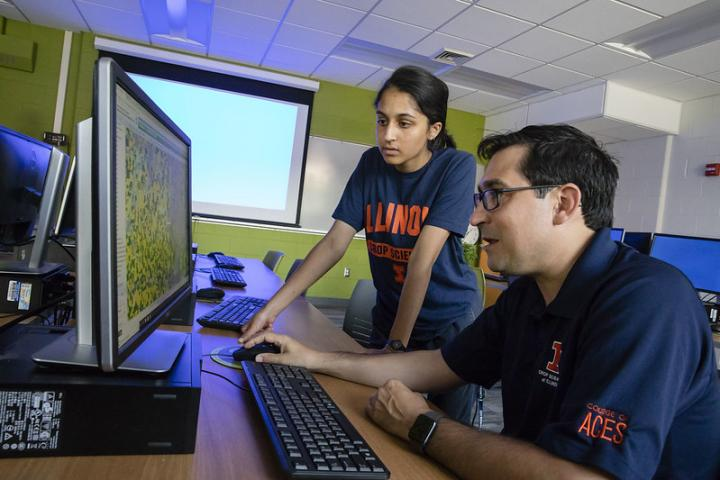 Nicolas Martin (Foreground) Works with Student to Visualize Digital Field Data