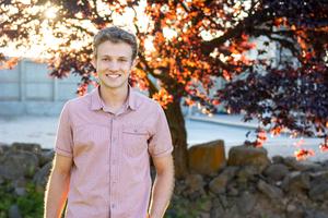 Daman Reynolds, PNNL Science Undergraduate Laboratory Internships intern and first author on a comprehensive study of algae's antiviral potential.