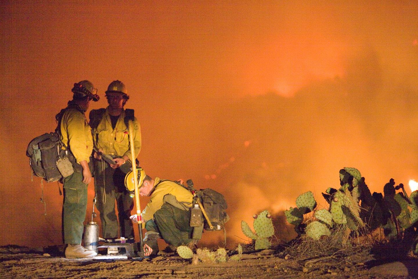 Firefighers at the Poomacha, Calif., Fire in 2007.