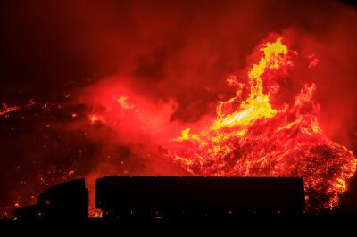 Dry Conditions Worsen California Wildfires