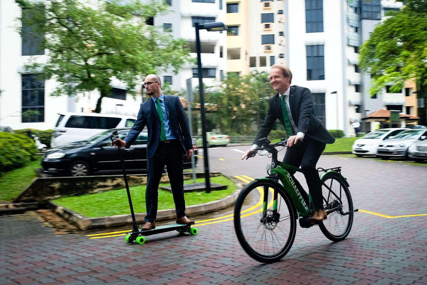 Dr. Marcel Mayer on the Prototype Eboard and Andreas Schick on the Ebike