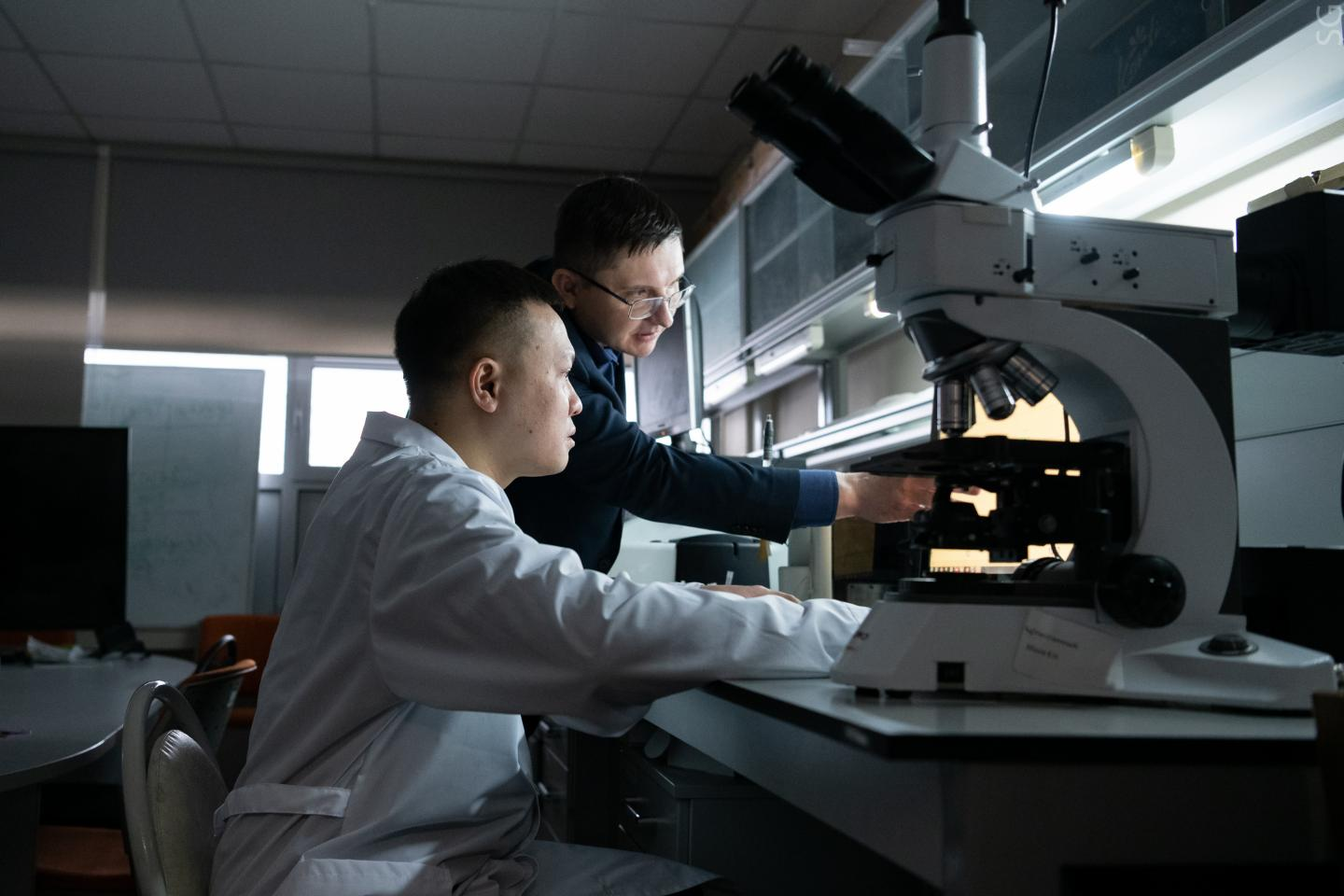 Deputy Head of the Department of Functional Nanosystems and High-Temperature Materials  Yuri Konyukhov with a lab employee.
