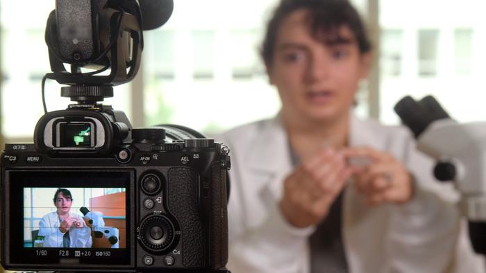 Audiences Trust Scientists in Online Videos