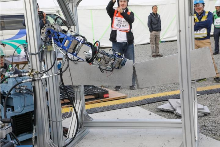 7-Axis Hydraulic Robot Demonstrates the Power and Shock Resistance of the New Actuator
