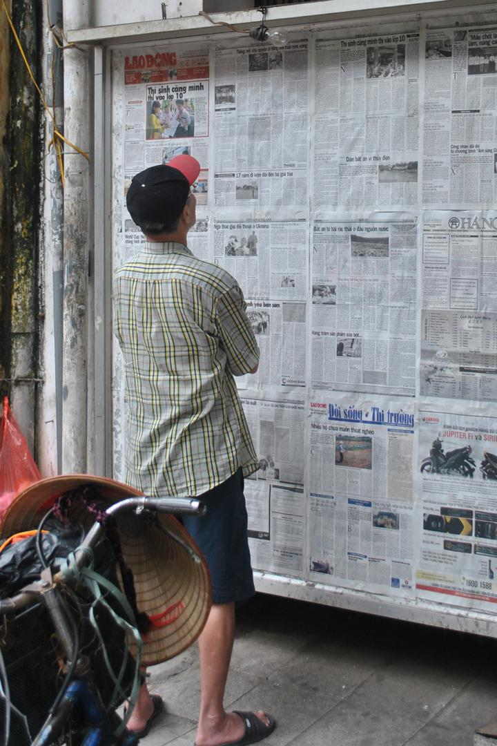 Reading a Paper in the Street
