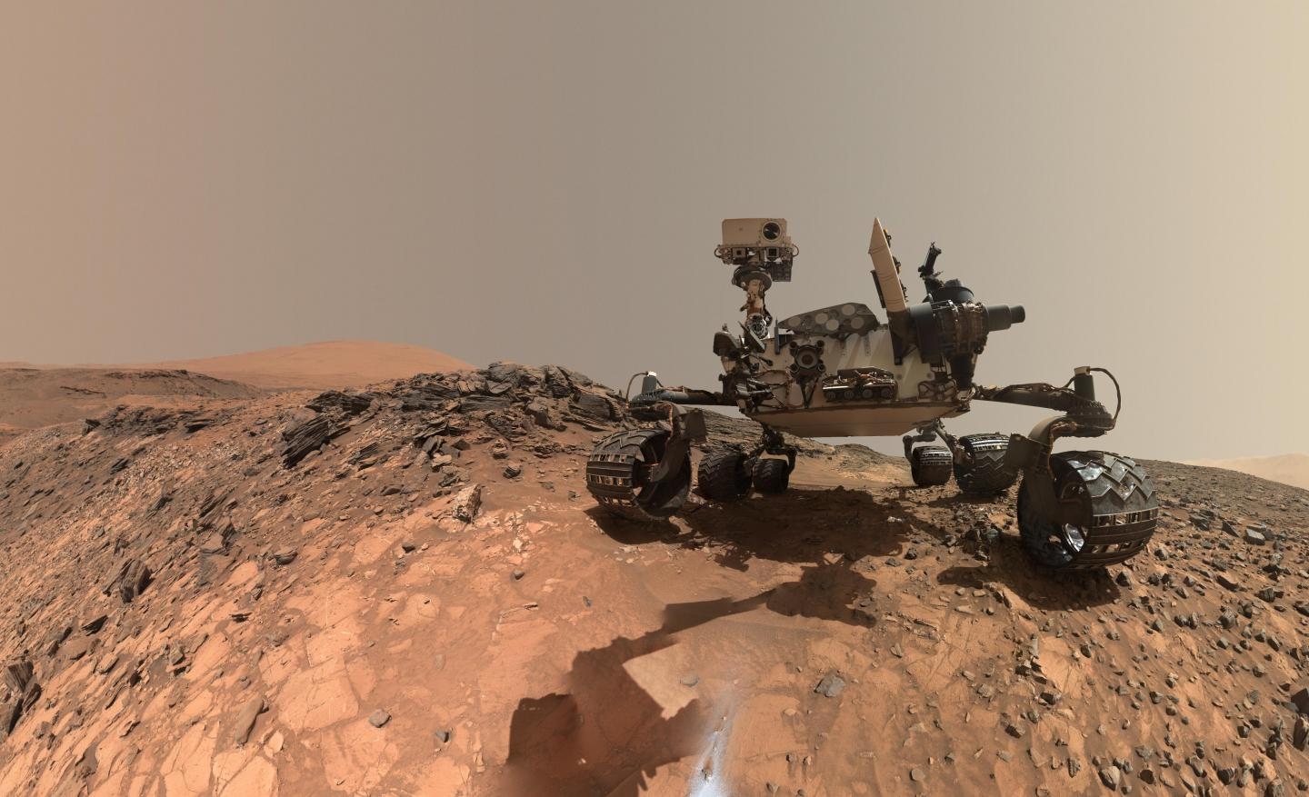 Low CO2 Level in Mars' Primitive Atmosphere