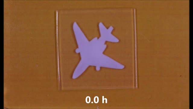The Pattern of An Airplane on the Gel Slowly Fades