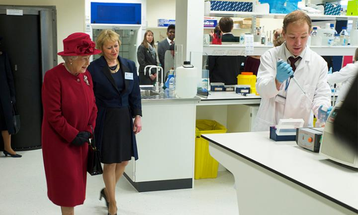 Her Majesty The Queen with Professor Dame Pamela Shaw at the opening of SITraN in 2010.