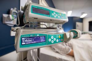 midazolam name showing on syringe infusion pump