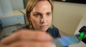 Smart microscope slides detect cancer